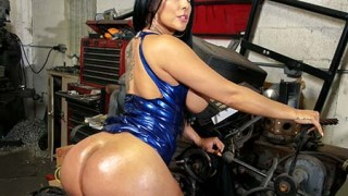 BigTitCreamPie Kiara Mia Big Ass Fucked At The Mechanic Shop