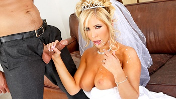 Tasha Reign – Let Me Assist You